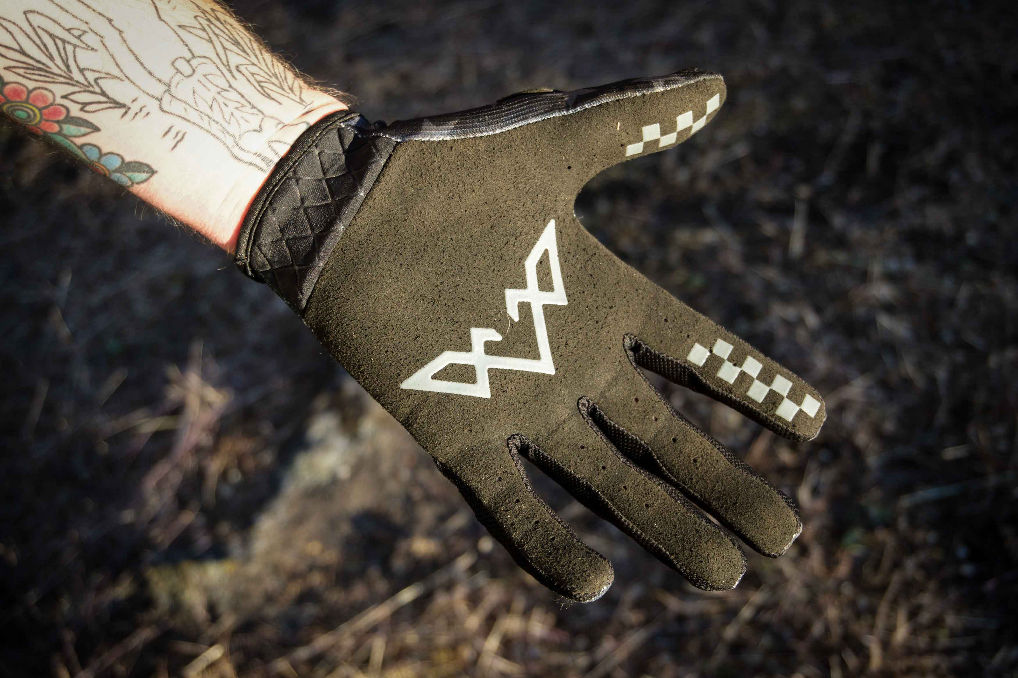 Review: Summer Glove Grab - The Loam Wolf's Mountain Bike