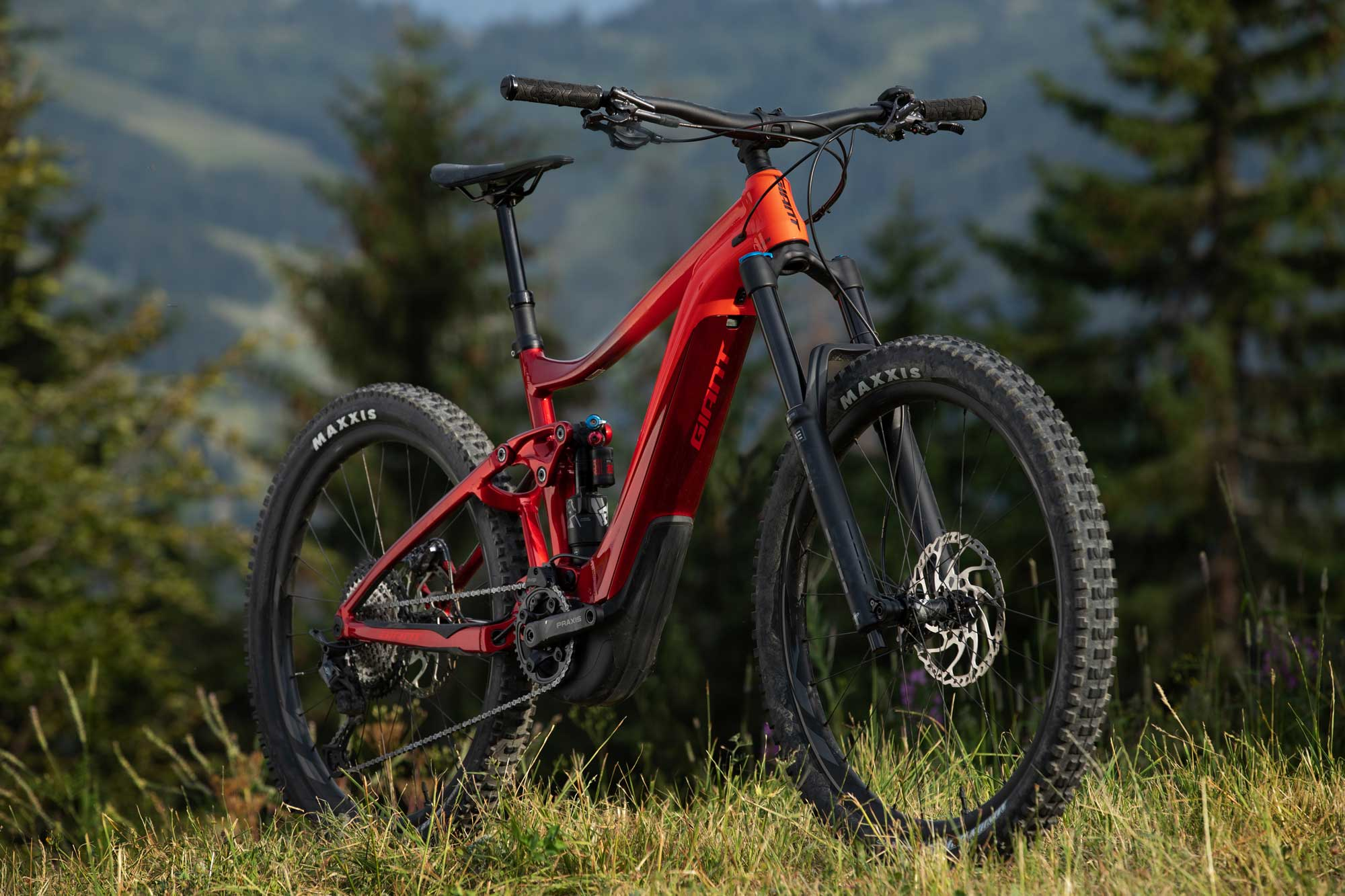 GIANT LAUNCHES REIGN E+ | Release & First Ride - The Loam Wolf