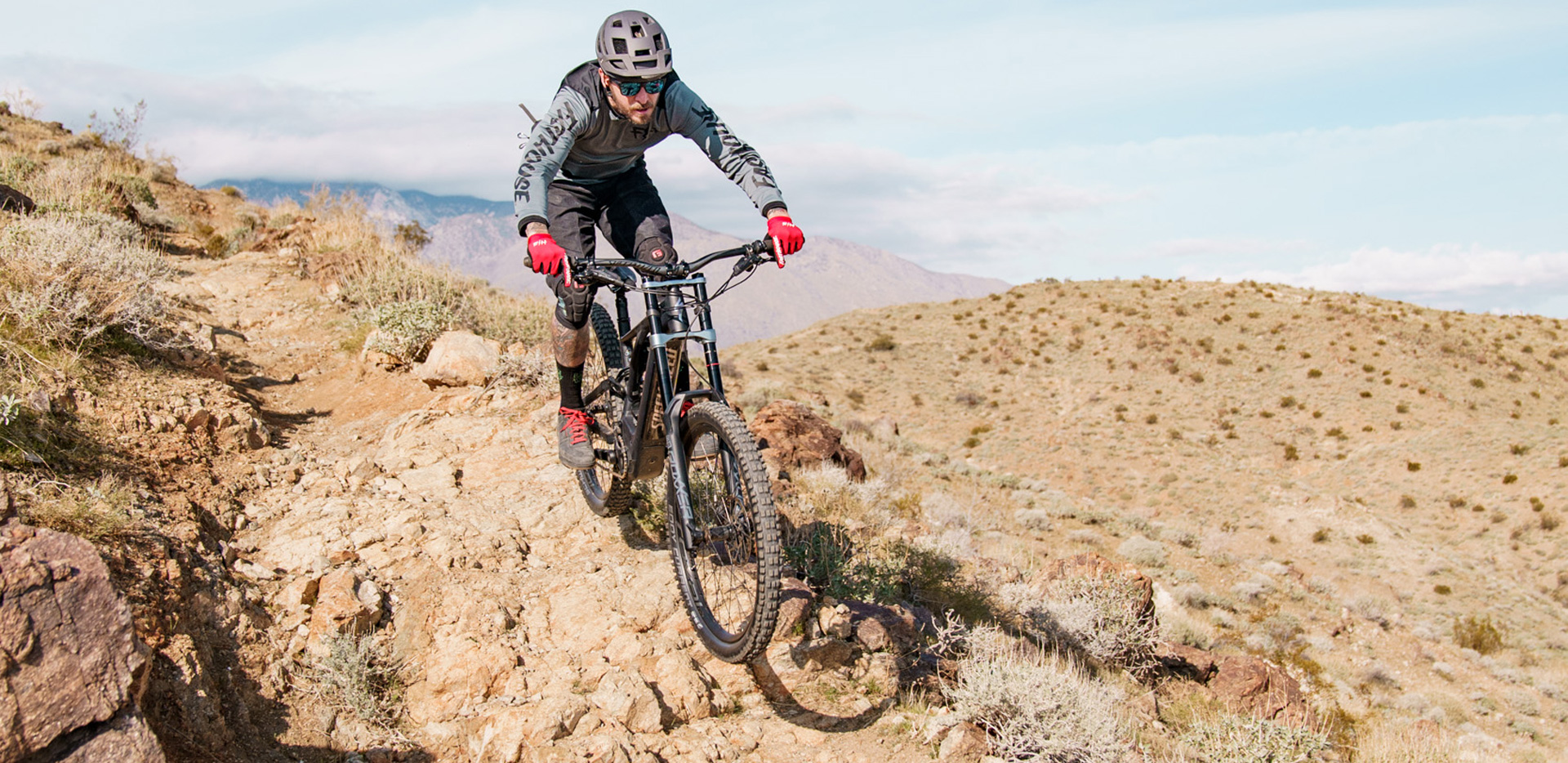 Specialized Kenevo Expert eMTB in action