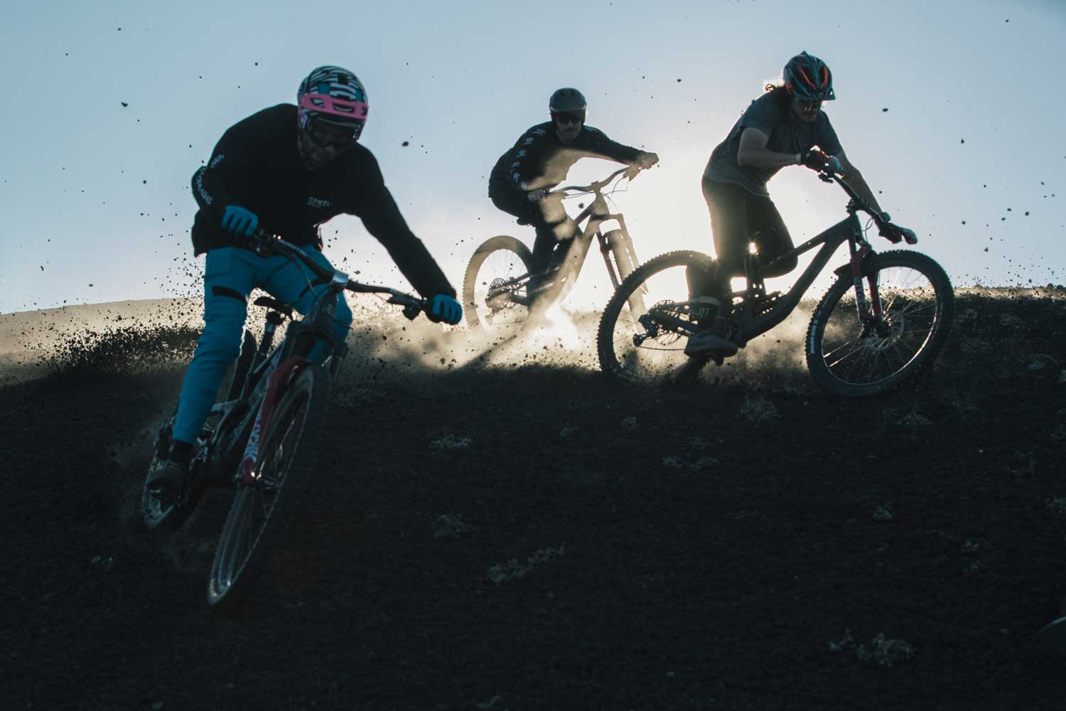 "Behind the Bars: Riders of ""Into 'im Chile"""