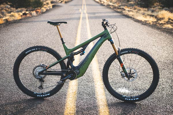 Exclusive First Ride: <br>The All New Pivot Shuttle